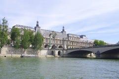 Pont du Carrousel在巴黎 库存图片
