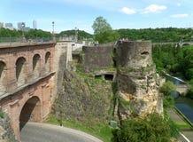 Pont du Chateau och bockölCasemates på den Luxembourg staden royaltyfri fotografi
