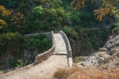 Pont du Diable ή η γέφυρα διαβόλων είναι μια ρωμαϊκή γέφυρα που εκτείνεται τον ποταμό Ardeche Στοκ φωτογραφία με δικαίωμα ελεύθερης χρήσης
