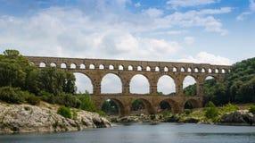 Pont Du die Gard Aqueduct de Gardon-Rivier kruisen dichtbij Nîmes in Frankrijk Stock Foto
