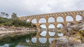 Pont du Gard - oud roman aquaduct in de zuidelijke video van de de tijdtijdspanne van Frankrijk panoramische stock video