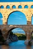 Pont du Gard over de verticale mening van riviergardon Stock Fotografie