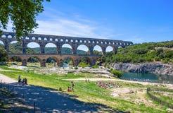 Pont du Gard, una pieza del acueducto romano en departamento de Francia meridional, Gard cerca de Nimes, Francia del sur fotografía de archivo
