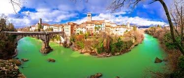 Pont du ` s de diable de Cividale del Friuli et casserole de canyon de rivière de Natisone Photos stock
