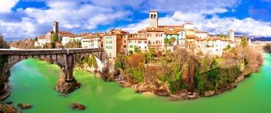Pont du ` s de diable de Cividale del Friuli et casserole de canyon de rivière de Natisone Photographie stock libre de droits