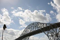 Pont en acier de port avec le palmier dans le Corpus Christi, le Texas Image libre de droits