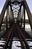 Pont en acier en chemin de fer dans la neige Image libre de droits