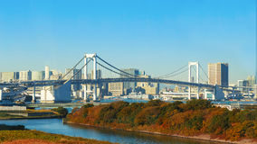 Pont en arc-en-ciel dans Odaiba, Tokyo, Japon Images libres de droits