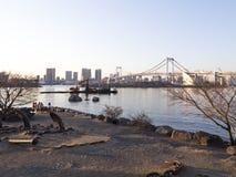 Pont en arc-en-ciel et baie de Tokyo, Odaiba photo libre de droits