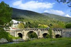 pont en Automatique-route dans Ponte-Leccia, Corse Photographie stock