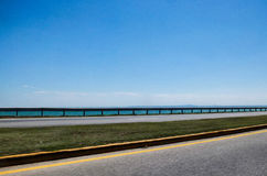 Pont en autoroute et l'horizon Image libre de droits