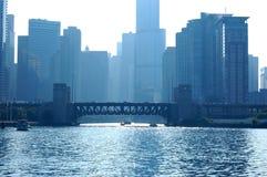 Pont en bascule de Chicago au-dessus du fleuve image libre de droits