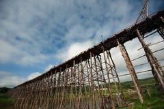 Pont en bois chez Sangkhaburi Photographie stock libre de droits
