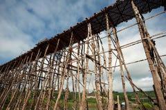 Pont en bois chez Sangkhaburi Images stock