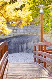 Pont en bois de coucher du soleil Images libres de droits