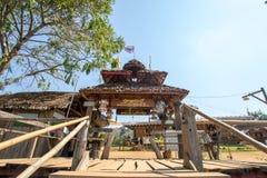Pont en bois de Sutongpe chez Maehongson, au nord de la Thaïlande images stock