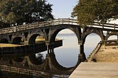Pont en bois en passage couvert Images stock