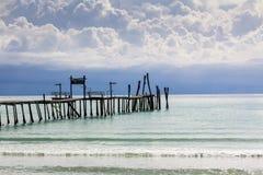 Pont en bois et mer Photos libres de droits