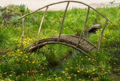 Pont en bois pour des enfants Photos stock