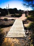 Pont en bois sur la traînée de saleté Image libre de droits
