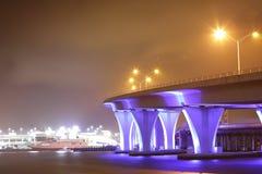 Pont en boulevard de Miami de port d'image de nuit Photographie stock