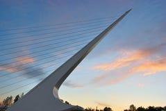 Pont en cadran solaire au coucher du soleil Images stock