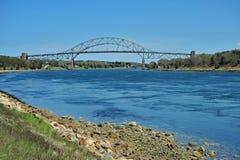 Pont en canal Photos stock