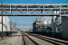 Pont en chemin de fer à la ville Photographie stock libre de droits