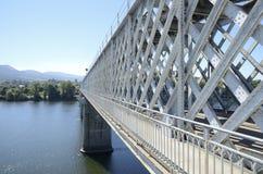 Pont en fer au-dessus de la rivière Minho photo libre de droits
