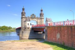 Pont en frontière au-dessus de la rivière de Neman Le pont de la Reine Louise Photographie stock