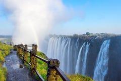 Pont en lame de couteau chez Victoria Falls image libre de droits