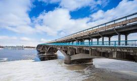 Pont en métro dans la ville de Kyiv d'hiver Image stock