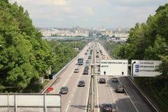 Pont en métro de Luzhnetskiy Luzhniki sur les collines de moineau photographie stock libre de droits