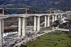 Pont en omnibus en construction images libres de droits