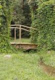 Pont en parc Photographie stock libre de droits
