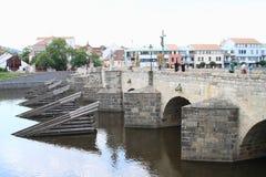 Pont en pierre dans Pisek Images libres de droits