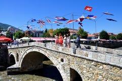 Pont en pierre dans Prizren photos stock