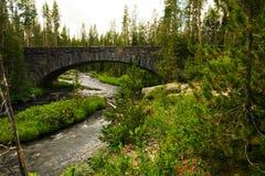 Pont en pierre dans Yellowstone photos libres de droits