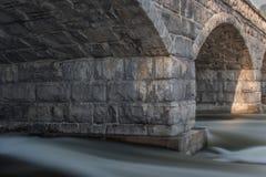 Pont en pierre de 5 voûtes Photo stock