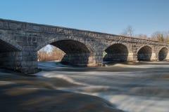 Pont en pierre de 5 voûtes Photos libres de droits