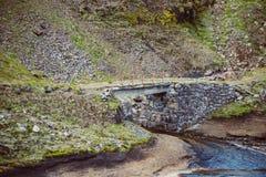 Pont en pierre très vieux image libre de droits