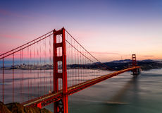 Pont en porte d'or au coucher du soleil photos libres de droits