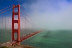 Pont en porte d'or avec le regain Image libre de droits