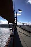 Pont en porte d'or dans la lumière arrière Image stock