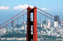 Pont en porte d'or et construction de Transamerica Images stock