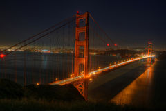 Pont en porte d'or la nuit Photo stock