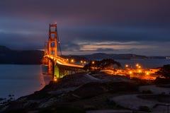 Pont en porte d'or la nuit photographie stock libre de droits
