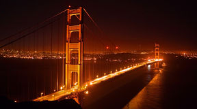 Pont en porte d'or, San Francisco la nuit Photos stock