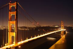 Pont en porte de Golgen - nuit Photos stock