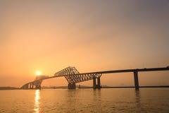 Pont en porte de Tokyo au crépuscule Photo libre de droits